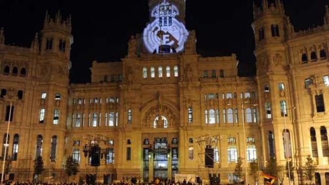 Madridista tumpah ruah di Plaza de Cibeles