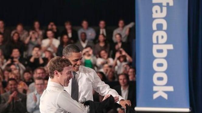 Barack Obama bersama Mark Zuckerberg di markas Facebook, 20 April 2011