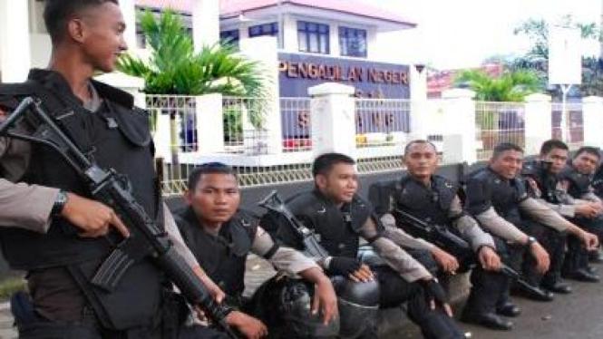 Brimob amankan sidang kasus Cikeusik di Pengadilan Serang