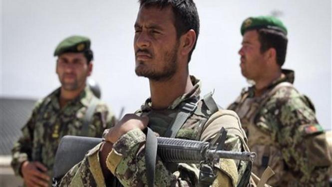 Tentara Afganistan berjaga di Ibukota Kabul
