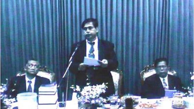 Panji Gumilang (tengah) saat Sidang Majelis Syuro NII 1997