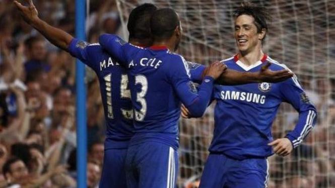 Fernando Torres (kanan) merayakan gol pertama bersama Chelsea