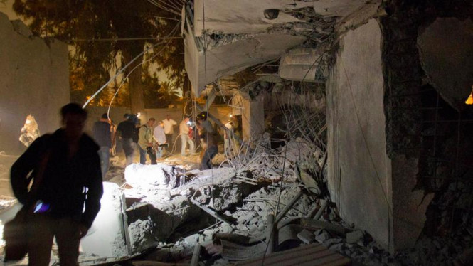 Reruntuhan rumah yang hancur akibat serangan NATO