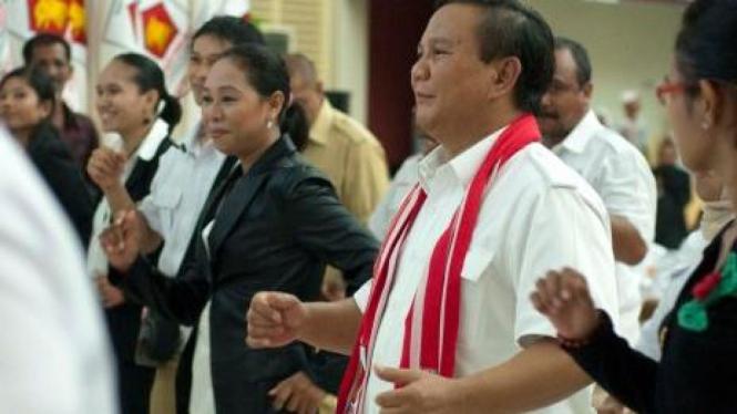 Prabowo Subianto menari poco-poco