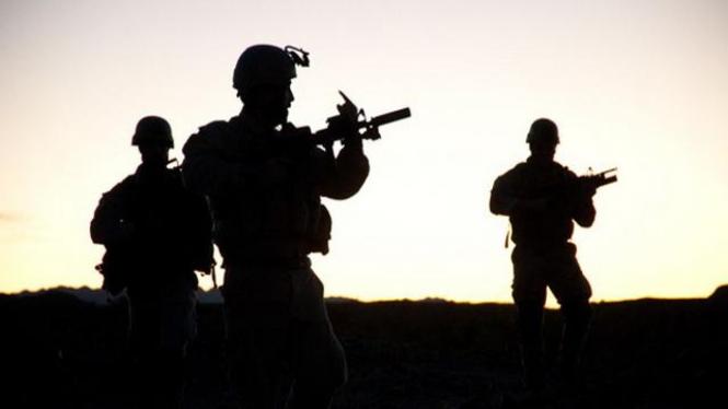 Latihan pasukan khusus Navy SEAL.