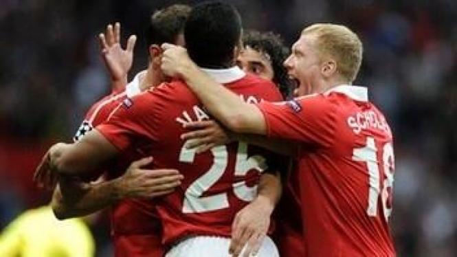 Pemain MU merayakan kemenangan atas Schalke 04