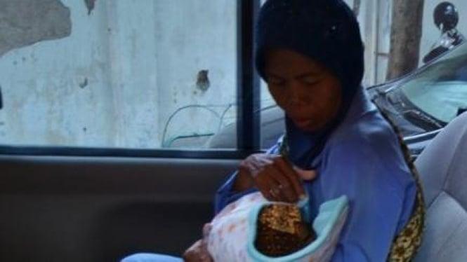 Bayi milik Gianto dan Suratin yang diduga tertukar