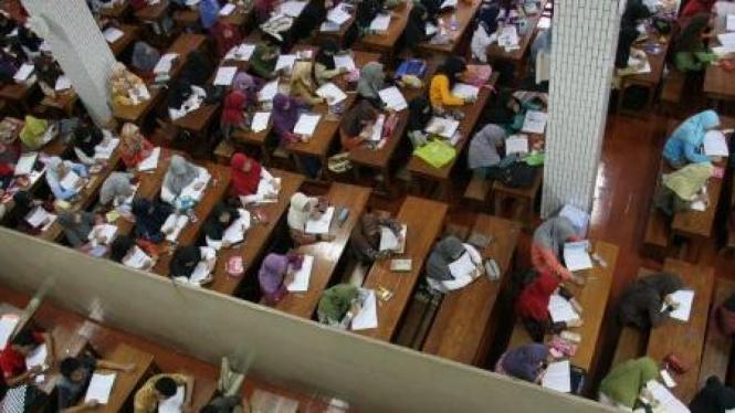 Ratusan santri mengaji di pondok Lembaga Dakwah Islam Indonesia (LDII)