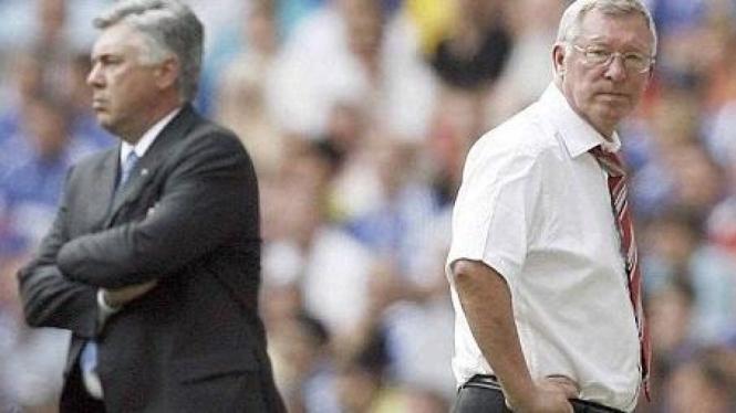 Sir Alex Ferguson (kanan) dan Carlo Ancelotti