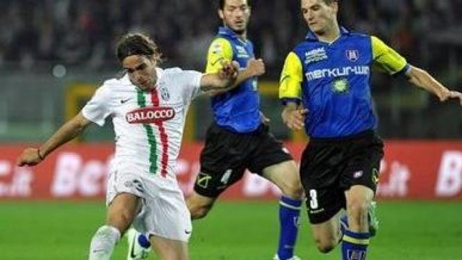 Alessandro Matri (Juventus/putih)