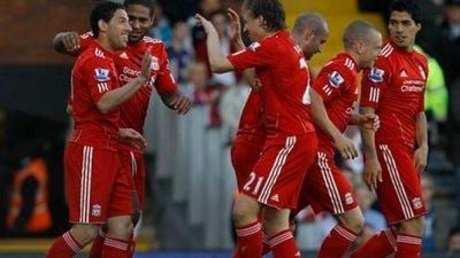 Pemain Liverpool merayakan gol Maxi ke gawang Fulham