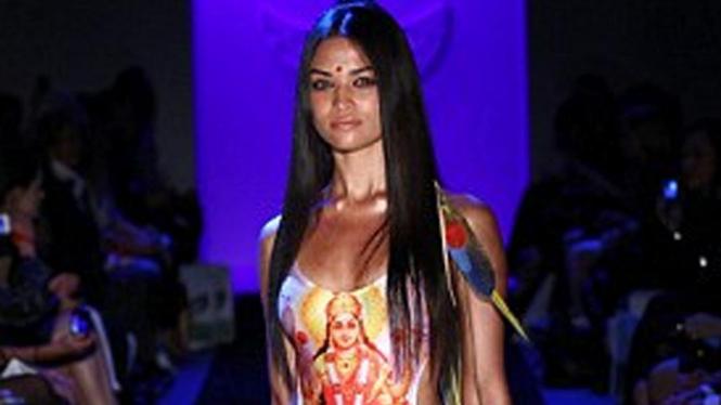 baju renang bergambar Lakhsmi rancangan Lisa Burke