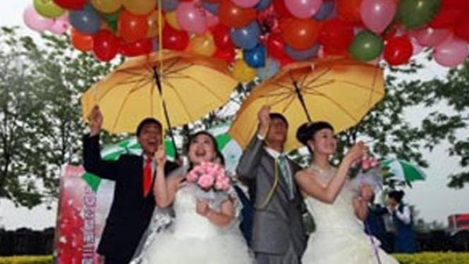 menikah di pemakaman