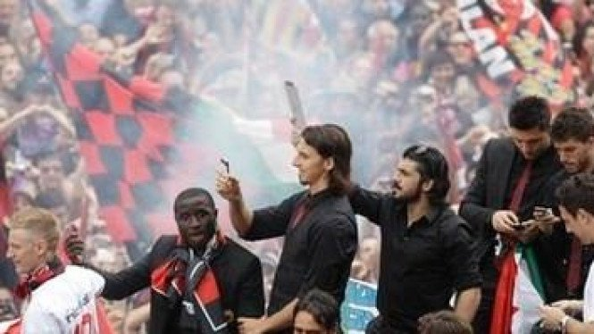 Pemain AC Milan diarak keliling kota