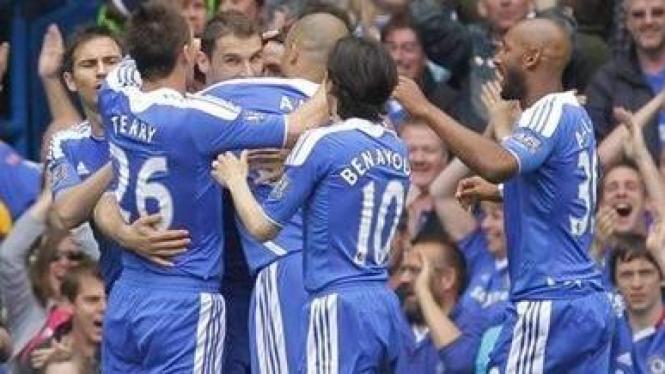 Chelsea merayakan gol Branislav Ivanovic