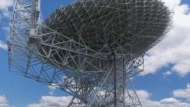 Green Bank Telescope, teleskop radio terbesar di dunia.