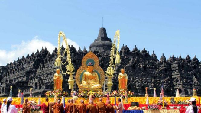 Perayaan Waisak 2555 BE di Borobudur