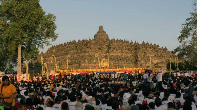 Ribuan umat Buddha memperingati Waisak di Borobudur.