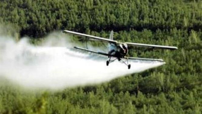 Penyemprotan pestisida dari udara