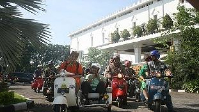 Irfan Hakim Bonceng Gus Ipul Keliling Surabaya
