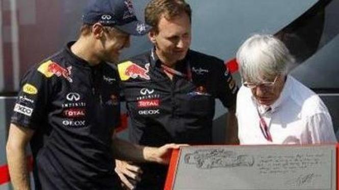 Sebastian Vettel (kiri) Christian Horner dan Bernie Ecclestone