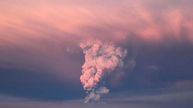 Gunung Grimsvotn di Islandia meletus