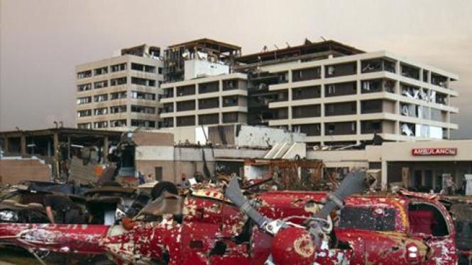 Kerusakan akibat badai di kota Joplin, AS.