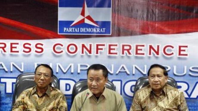 Anggota Dewan Kehormatan Demokrat Jero Wacik, Amir Syamsuddin, dan EE Mangindaan