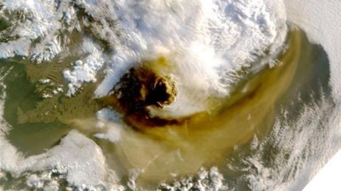Letusan Gunung Grimsvotn di Islandia dilihat dari satelit NASA