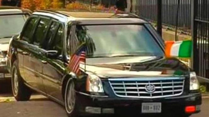 Mobil Kepresidenan AS tersangkut di gundukan jalan di Dublin