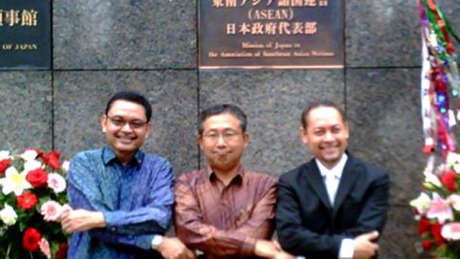 Dubes Jepang untuk ASEAN, Takio Yamada (tengah).