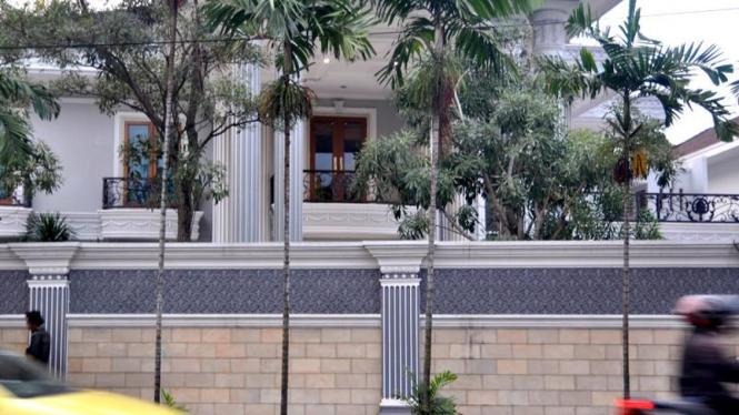 Rumah mantan Bendahara Umum Partai Demokrat, Muhammad Nazaruddin