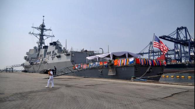 Kapal Perang AS, USS HOWARD (DDG 83)