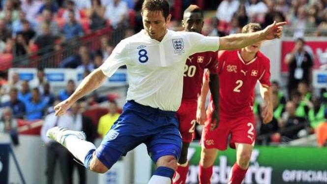 Penalti Frank Lampard jebol gawang Swiss