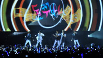 https://thumb.viva.co.id/media/frontend/thumbs3/2011/06/05/112555_super-junior-di-konser-kimchi_213_120.jpg