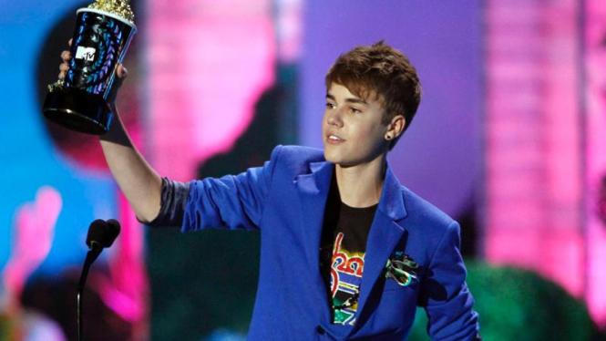 Justin BieberJustin Bieber menerima penghargaan MTV Movie Awards 2011