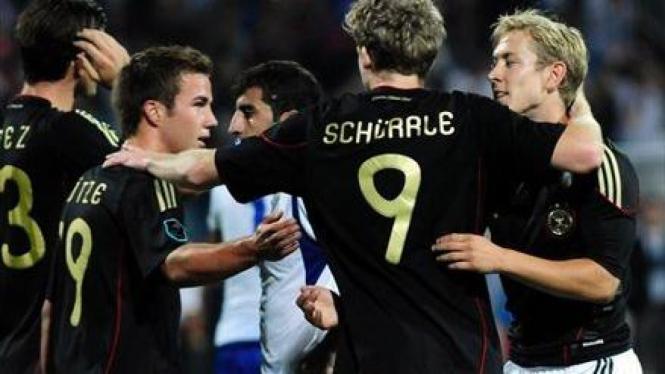 Pemain Jerman rayakan kemenangan