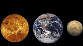Perbandingan ukuran Planet Venus, Bumi, dan Mars.