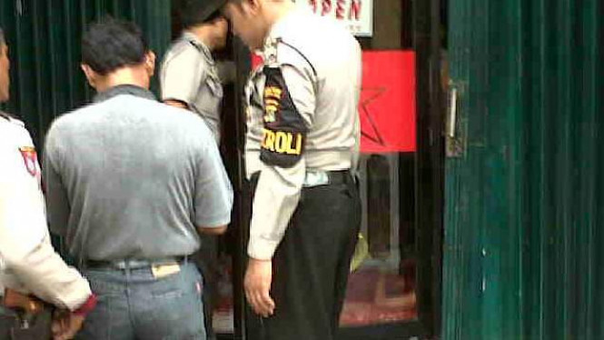 Polisi memeriksa suatu tempat kejadian perkara beberapa waktu lalu.