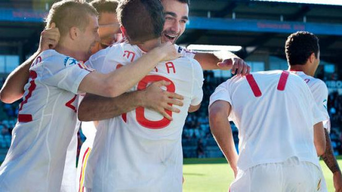 Timnas U-21 Spanyol rayakan gol Adrian Lopez