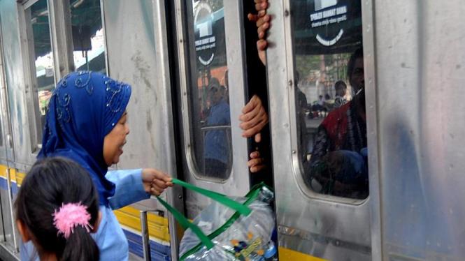 Uji Coba Kereta KRL Commuter Line