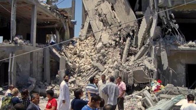 Apartemen di Tripoli, Libya, hancur digempur NATO.