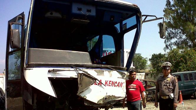 Bus Pahala Kencana alami kecelakaan