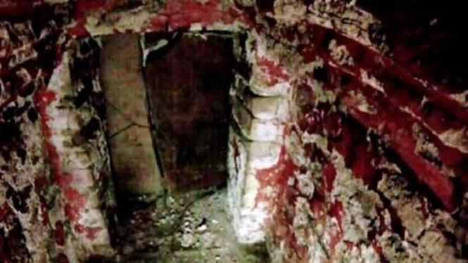 Di balik makam kuno Suku Maya