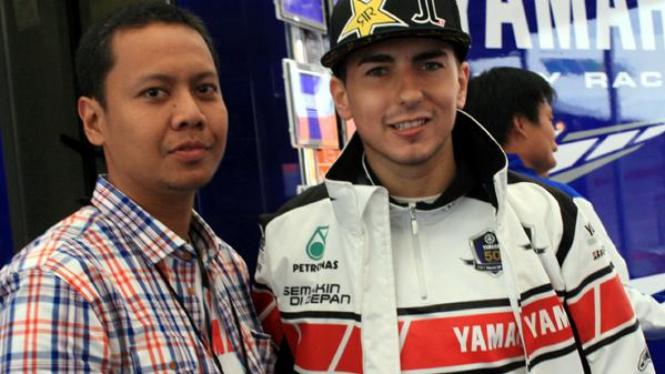Jorge Lorenzo (kanan) dan VIVAnews