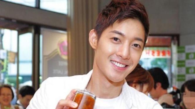 Kim Hyun Joong Barista