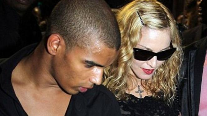 Madonna dan Brahim Zaibat