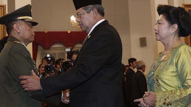 SBY dan Ani Yudhoyono saat pelantikan Letjen Pramono Edhie Wibowo sebagai KSAD
