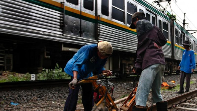 Memadatkan jalur Kereta Api
