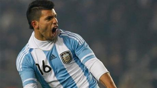 Sergio Aguero usai mencetak gol